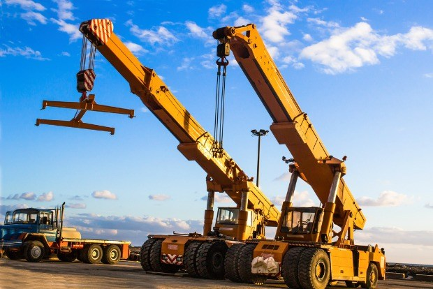 A Brief Guide to the Different Types of Cranes Used in Construction